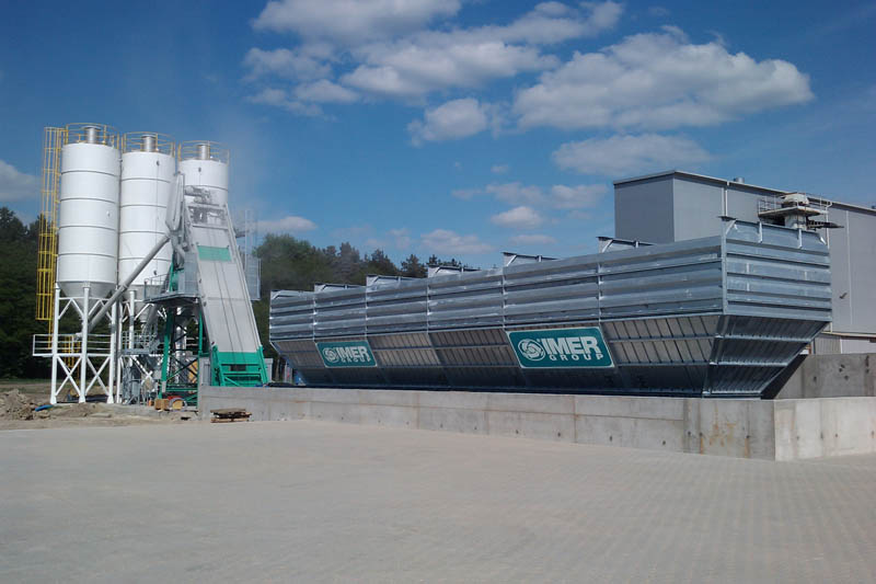 <h1>IMER GROUP NEW BATCHING PLANT IN POLAND</h1><p>Has been started the new plant in Poland IMER GROUP (Customer Terrace -Location Budzyń), it is an ORU DAY MD 45000/3000 OUT - LOGIK WB 6/102.<br />The storage group have considerable size and technical characteristics. It's equipped with BELT-UP system. It provides hourly production (RMC) of 127 m3.</p>