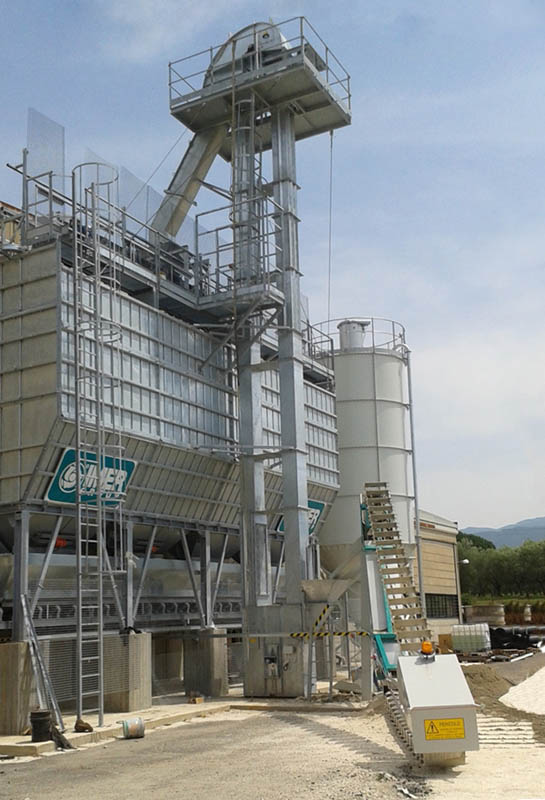 <h1>NEW IMER GROUP PRECAST BATCHING PLANT: LEGGI SRL (Rome)</h1><p>It was just started the new batching plant LEGGI for the production of artefacts, it is an ORU ROME equipped with planetary pan mixer and aggregate loading system by vertical lift and radius lift arm.<br />Hourly production 25 to 30 m3.</p>